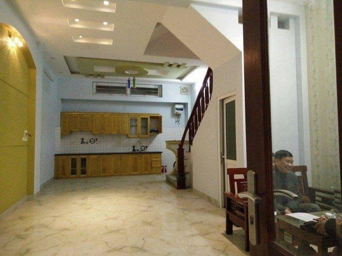 Bán gấp nhà Giáp Bát-Hoàng Mai 100m2, 5 tầng, giá 6.9 tỷ. Thuận tiện kinh doanh