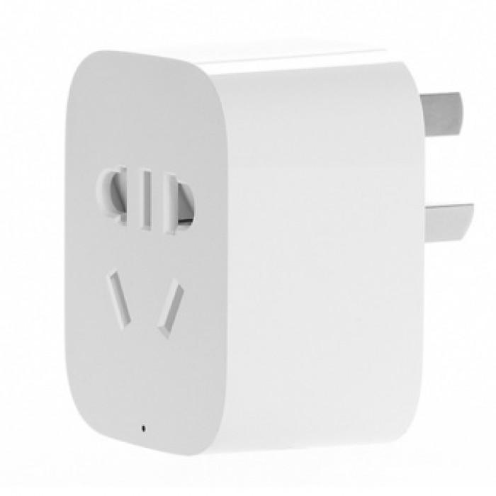 Ổ cắm có thể cắm phích điện 2 chấu hoặc 3 chấu đều được. Trên ổ cắm có nút nguồn để nhấn tắt / mở trực tiếp.