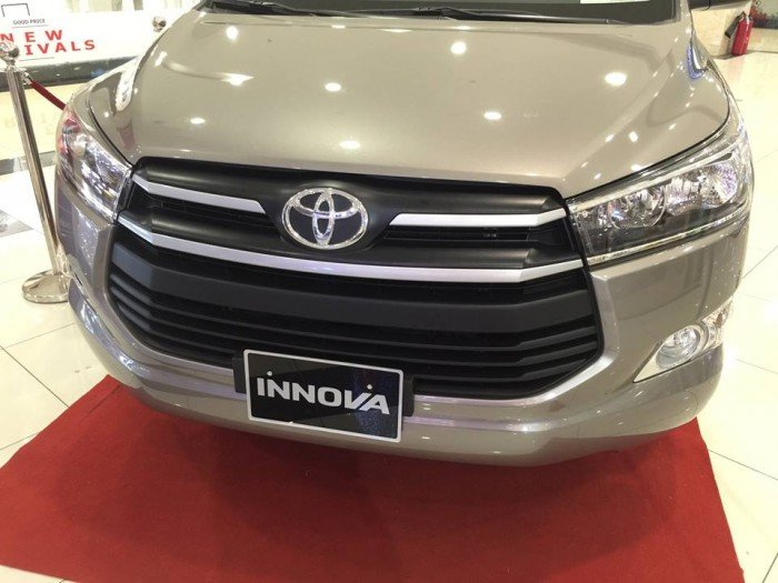 Bán Toyota Innova E giá tốt