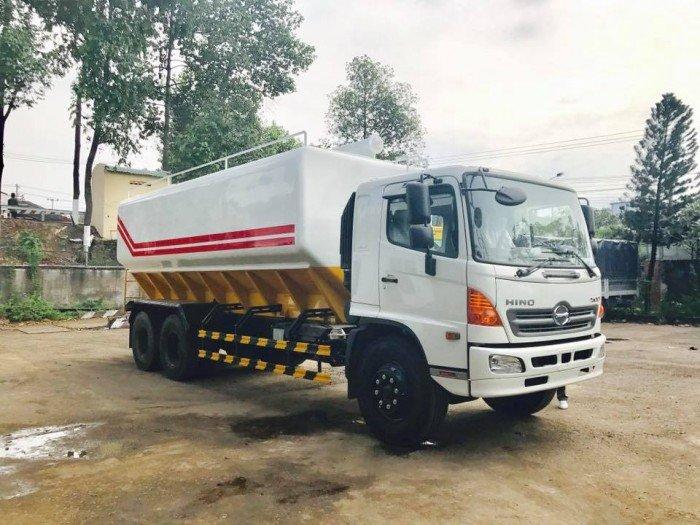 Xe tải Hino 3 chân đóng thùng nhôm Miền tây chở cám thể tích 24,3 m3