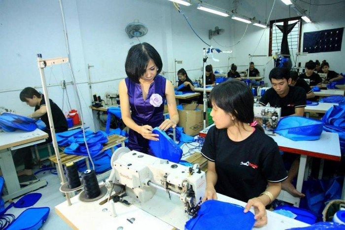 Xưởng may balo túi xách có đội ngũ nhân viên giàu kinh nghiệm trong lĩnh vực sản...