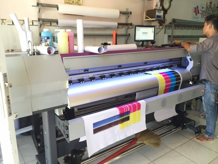 Máy in phun Taimes A160 | Giá: 130.000.000 | Mô tả: Model: Taimes A160. Đầu phun: Epson đời thứ 5. Khổ in: 1600mm. Tốc độ in phác thảo: 18m2/h. Tốc độ in sản xuất: 15m2/h. Tốc độ chất lượng: 10m2/h. Loại vật liệu: Glossy giấy ảnh, PP giấy, keo dán, backlit film, vải, vv. Các loại mực in: mực nước , mực dung môi, thuốc nhuộm-thăng hoa mực. Phần mềm RIP: Main Top 5.3. Độ cao đầu phun: 1-3mm. Hệ thống vòi phun làm sạch: Tự động làm sạch hệ thống, hệ thống tự động độ ẩm. Sấy sơ bộ, hệ thống sấy: Điều chỉnh làm khô. Dữ liệu giao diện: USB 2.0. Nguồn điện, điện áp: AC 100~220V.50HZ/60HZ. Kích thước máy: L2830x W740 x H 1280mm. Kích thước bao bì: L3020x W740 x H 970 mm.