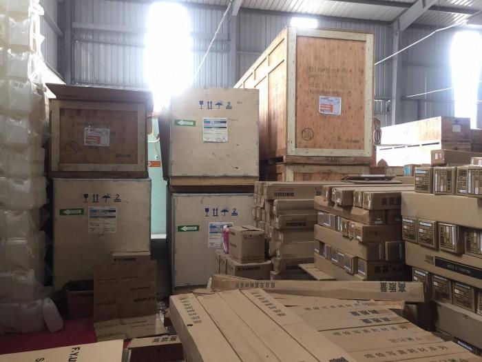 Kho hàng của Công ty TNHH MayInQuangCao.com | Tại MayInQuangCao, máy in kỹ thuật số khổ lớn được nhập khẩu chính hãng, nguyên thùng nguyên kiện, vận chuyển đến cửa hàng, công ty của bạn, Hotline 0937 569 868 - Mr Quang nhận tư vấn mua máy in kỹ thuật số phục vụ doanh nghiệp in ấn, quảng cáo trên toàn quốc