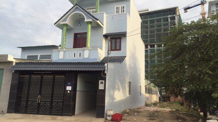 Bán đất mặt tiền đường Võ Văn Hát , thổ cư 100% , giá 21 triệu /m2 . Quận 9.
