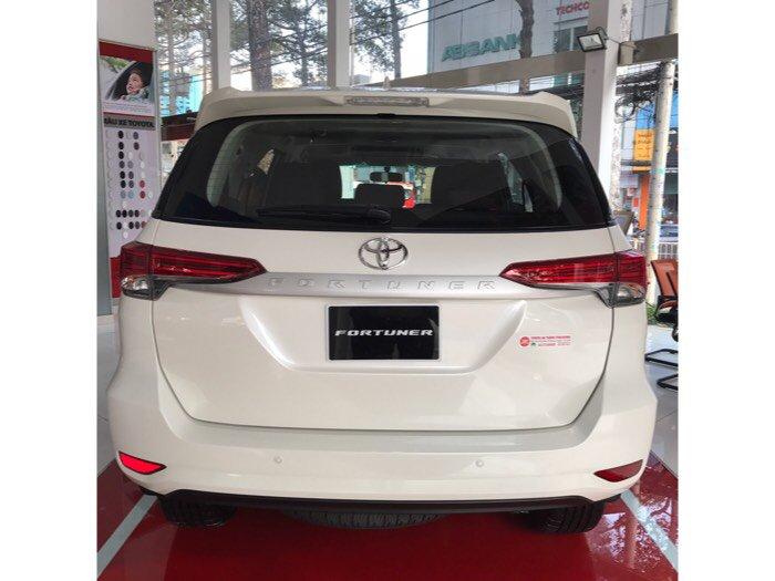 Bán Toyota Fortuner 2.4G Màu Trắng, 2017, giao ngay, Nhập Khẩu, trả trước chỉ 250 triệu