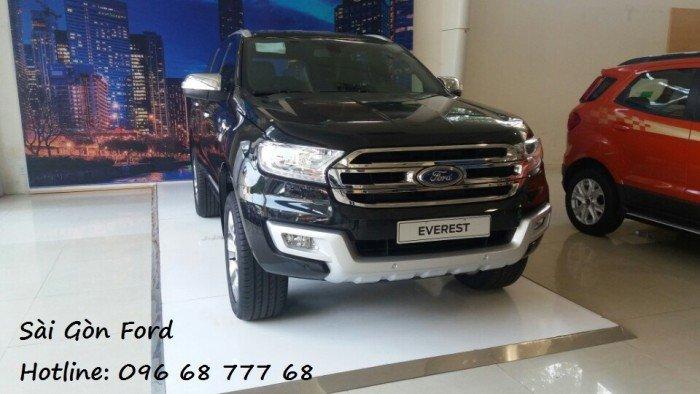 Mua Ford Everest Titanium 2.0L AT 4x2 7 chỗ, trả góp lãi suất thấp, giao xe nhanh.