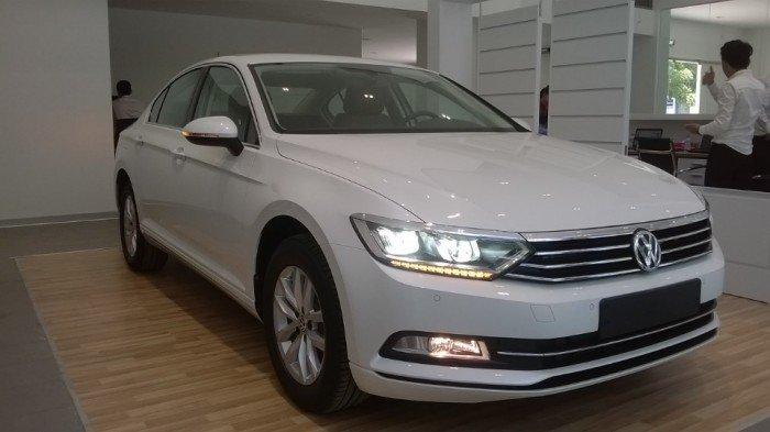 Volkswagen Passat sản xuất năm 2016 Số tự động Động cơ Xăng