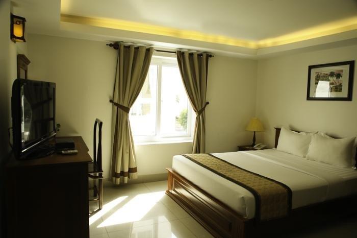 Cho thuê khách sạn Hưng Gia 2 kinh doanh ổn định 12pn cho thuê 73tr/tháng