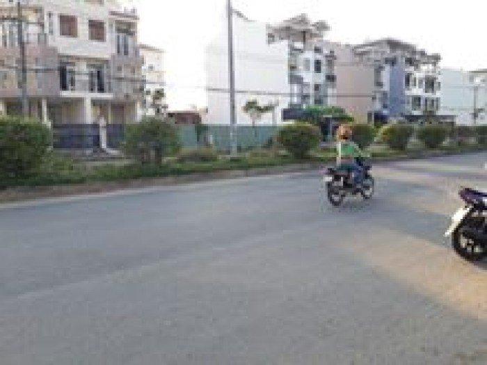 Can ban 10 lo dat mat tien Pham Hung, cach Nguyen Van Linh 600m.