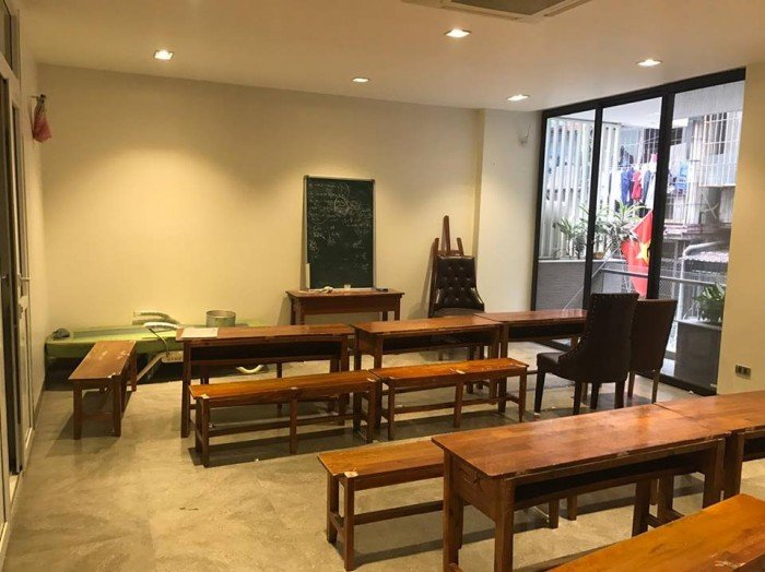 Nhà đẹp phố Huỳnh Thúc Kháng, quận Đống Đa, kinh doanh rất tốt, ngõ rất rộng, giá 8.7 tỷ.