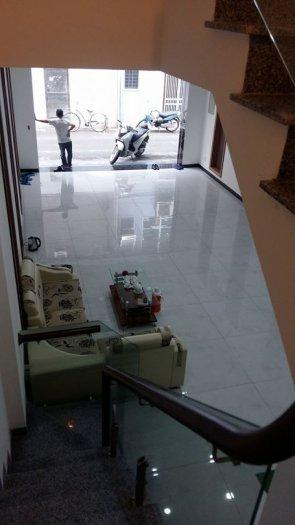 Bán gấp nhà 6 tầng mặt phố Nguyễn Khang cũ Dt70m2 mặt tiền 5,5