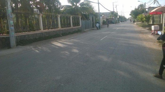 Bán 2000m2 đất mặt tiền 38m, Gía 2,6 triệu/m, SHR, ở Hưng Long, Bình Chánh