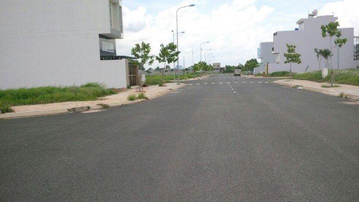 Bán gấp 200m2 đất ở trung tâm thị trấn bến lức sổ hồng riêng 320tr/ nền