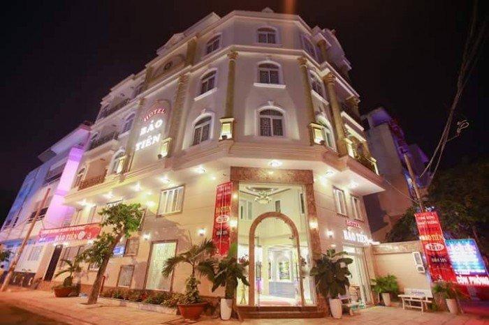 Bán khách sạn 6 lầu căn góc 2 mặt tiền khu dc trung sơn liền kề q1, giá 30 tỷ.