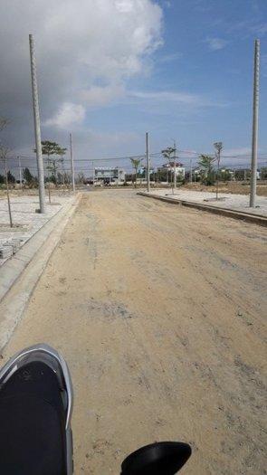 Bán đất 8x25.7m, mặt tiền đường 27m, sổ đỏ trao tay