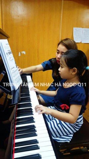 Nhận luyện thi vào các trường sư phạm âm nhạc thành phố tại Trung Tâm Âm Nhạc Hà Ngọc