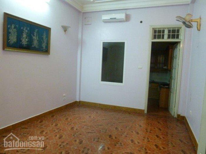 Cần cho thuê nhà để ở 30m2 x 2 tầng khu quận Hoàn Kiếm giá 4tr
