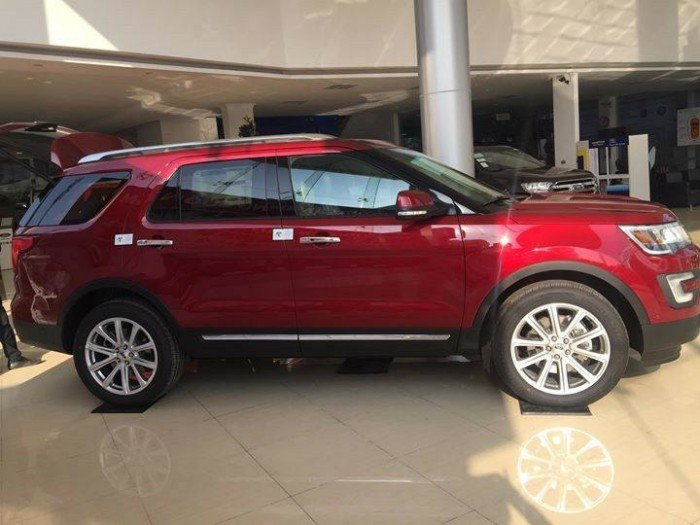 Bán xe Ford Explorer 2017 giao ngay