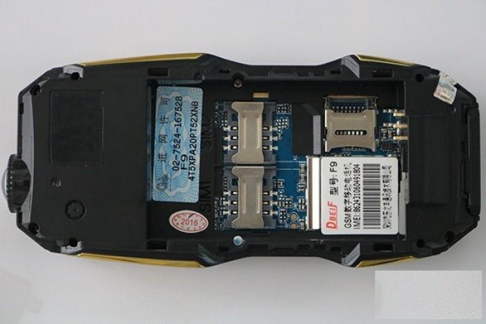 Như nhiều dòng điện thoại Land Rover khác, dòng F9 này cũng hỗ trợ 2 SIM 2 SÓNG và một khe cắm thẻ nhớ lên đến 16GB. Với dung lượng này bạn có thể lưu trữ nhạc, video thả ga mà không sợ hết.
