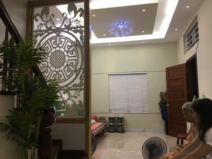 Nhà phân lô Chùa Láng, Đống Đa 50m2x5, nhà rất đẹp, vị trí trung tâm, giá giảm chỉ 11.2 tỷ.