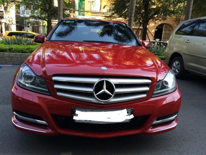 Muốn lên GLC cần bán Mercedes C200 Advangate màu đỏ thời trang