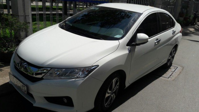 Bán Honda City 1.5AT màu trắng 2017 biển SG 2000km