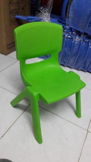 Ghế nhựa đúc nhập khẩu dành cho các bé trường mầm non0