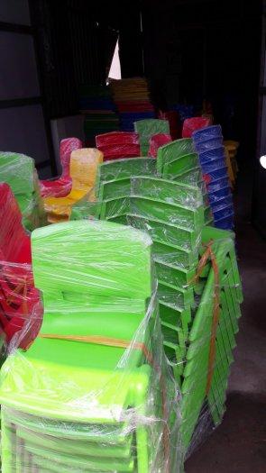 Ghế nhựa đúc nhập khẩu dành cho các bé trường mầm non4