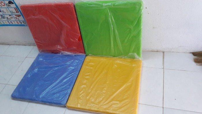 Bàn nhựa nhập khẩu dành cho các bé2