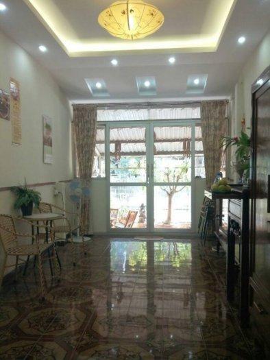 Bán gấp nhà đẹp Hào Nam 41m2 ngõ thoáng, ô tô gần nhà 2.65 tỷ