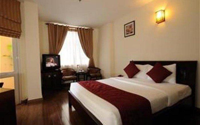 Bán khách sạn phố cổ Tạ Hiện, 55m2, 5 tầng, 9 phòng ngủ, đẹp long lanh, 18 tỷ.