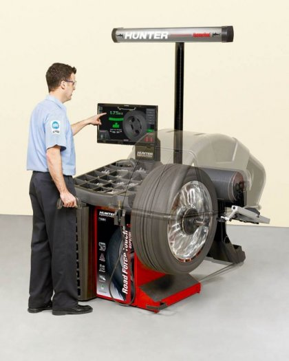 máy cân bằng lốp xe