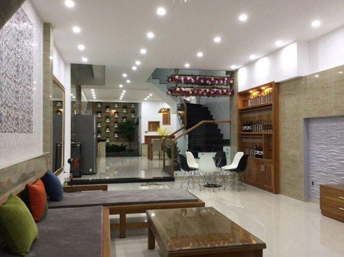 Cho thuê nhà nguyên căn đường Hải Phòng, 2 tầng có nở hậu