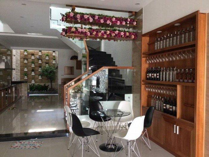 Cho thuê nhà nguyên căn đường Hoàng Diệu, 3 tầng nhiều phòng