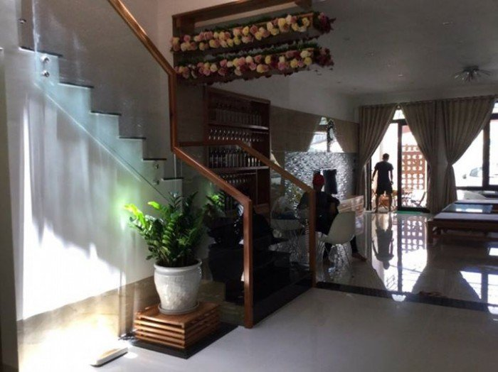 Cho thuê nhà kiệt nguyên căn đường 2/9, có sân vườn kiểu biệt thự