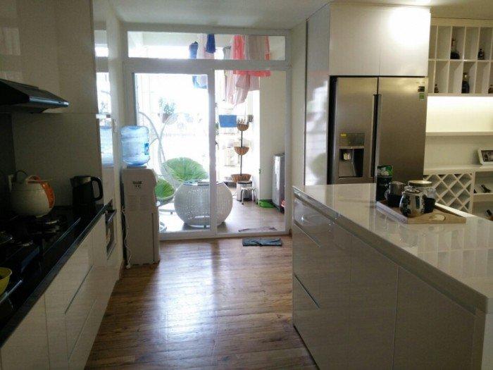 Cho thuê căn hộ 3PN, full nội thất, trung tâm Quận 8, giá tốt.