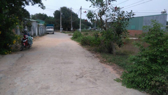Bán lô đất ngay UBNN xã Tân Vĩnh Hiệp , đường nhựa, TC, 5tr/m.