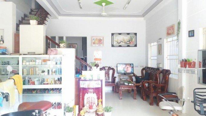 Cho thuê nhà nguyên căn MT Nguyễn Chí Thanh. 3 tầng 2 phòng ngủ