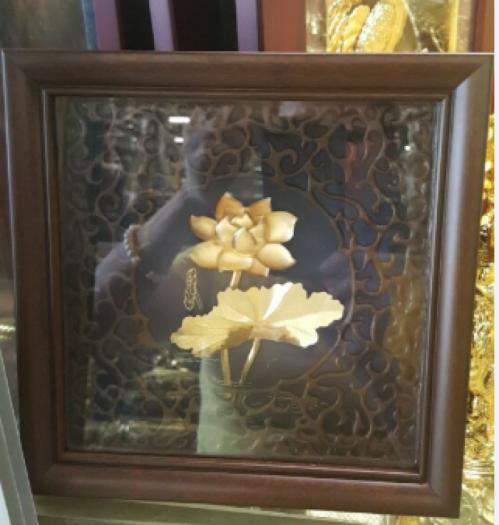 Tranh hoa sen bằng đồng  dát vàng đk 20cm0