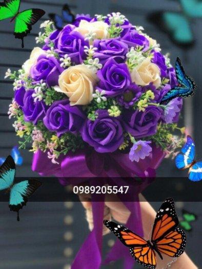 bó hoa cưới câm tay hoa hồng sáp thơm màu tím và vàng1