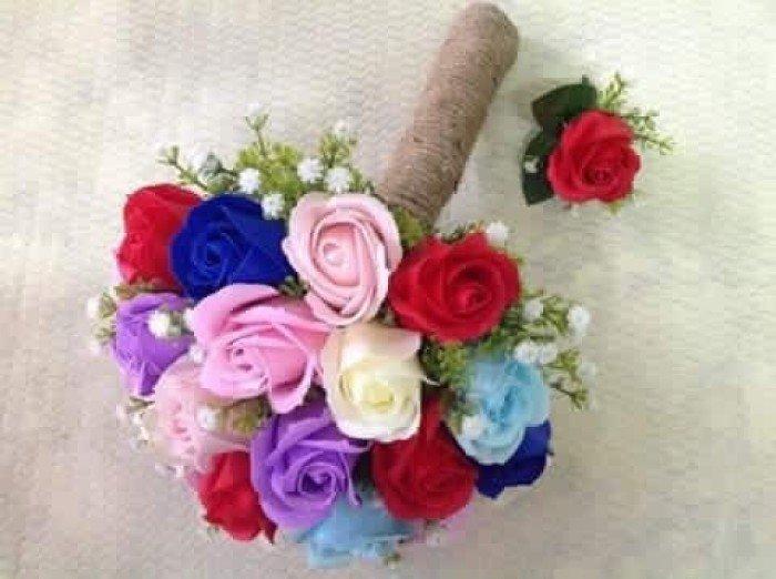 bó hoa cưới cầm tay bằng hoa hồng sáp thơm đủ màu0