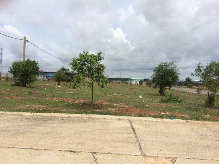 Tôi ra nước ngoài định cư nên cần bán gấp đất, nhà và dãy trọ, chỉ 385tr/nền 150m2, sổ hồng riêng.