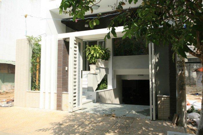 Bán gấp nhà 5.5m x 33m mặt tiền Đất Thánh, P.6, Quận Tân Bình.