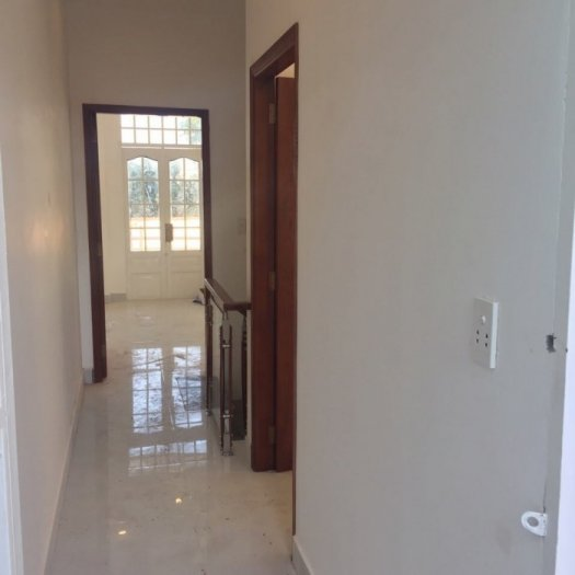 Nhà sổ hồng riêng thị trấn Nhà bè, DT 100m2, 3 phòng ngủ, hẻm xe hơi,giá 1.98 tỷ