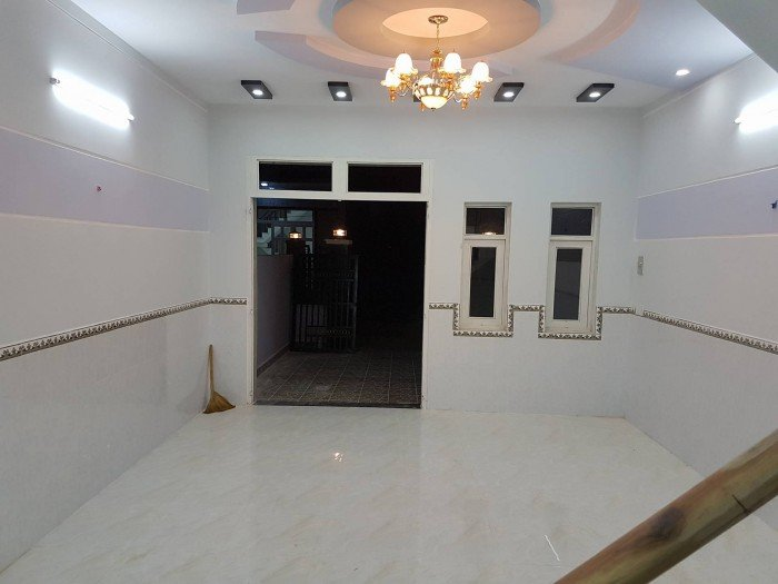 Chính chủ bán gấp nhà lầu phố siêu đẹp 1 trệt, 1 lầu 780tr/căn(SHR) chợ Hưng Long Bình Chánh