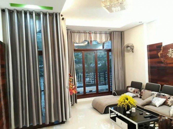 Nhà MT đường Nguyễn Du, 2 tầng trống tiện kinh doanh