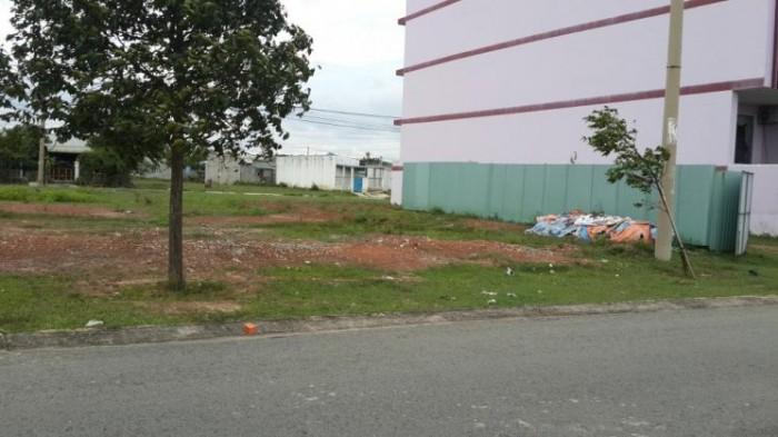 Gđ tôi cần bán gấp 450 m2 đât nền đã thổ cư 100%, sổ hồng chính chủ vị trí đẹp để kinh doanh