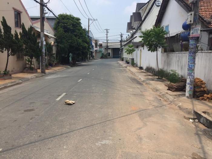 Bán đất 2 mặt tiền đường Bưng Ông Thoàn vị trí đẹp, 100m2 giá rẻ.