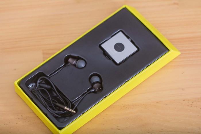 Thiết kế nhỏ gọn, thuận tiện, 2 bộ phận riêng biệt giữa tai nghe và thiết bị nhận tín hiệu bluetooth