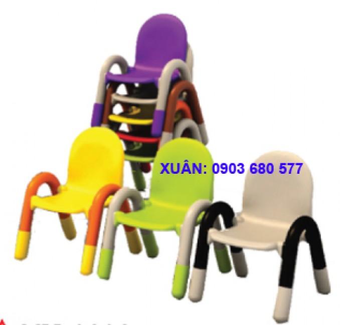 Chú ý: bàn ghế mầm non giá rẻ đã có đầy đủ trong kho10